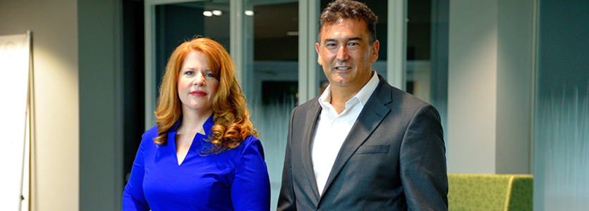 Photo (Left) Lisa Sawtell, Director of Online Learning and Educational Technology and (Right) Jose Bernier, Associate Vice President of IT and Chief Information Office at Stetson University
